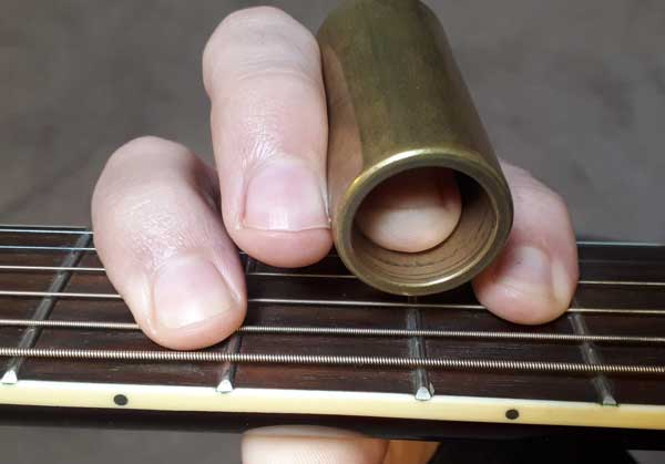 Power chord with guitar slide on third finger