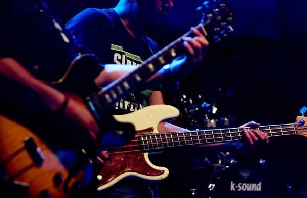 Guitarist bassist jam
