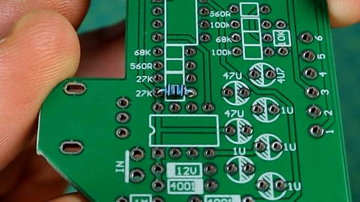 Positioning resistors on PCB