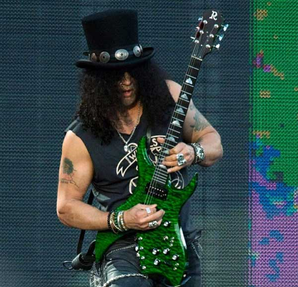 Slash playing BC Rich Bich